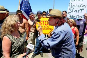 ss-140707-immigration-murrieta-protests-06.nbcnews-ux-1240-900