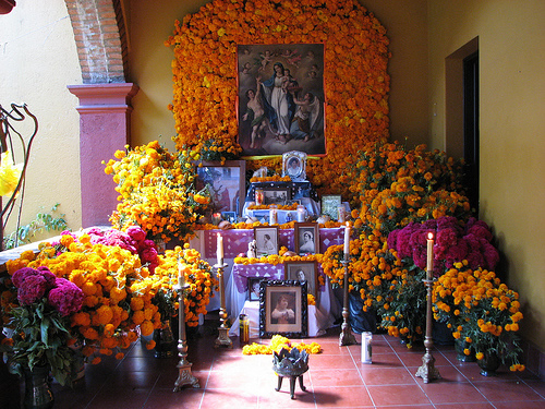 oaxaca-day-of-dead-altar
