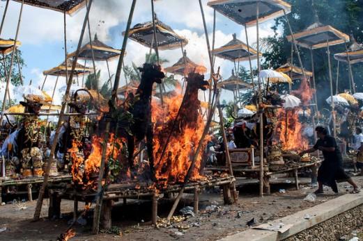 Balinese+Hindus+Hold+Mass+Cremation+2zFkE1QZcWwl