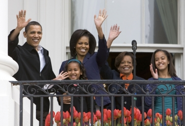 obamas-on-balcony