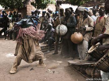 3966b545afe79e21537380a371892cfe--african-dance-african-art