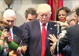 trump-praying